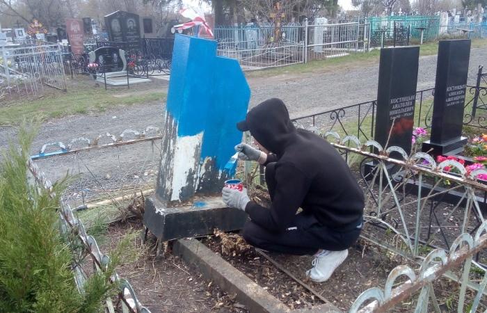 Волонтеры добровольческого движения «Добрые сердца» приняли участие в благоустройстве могил участников и ветеранов Великой Отечественной войны