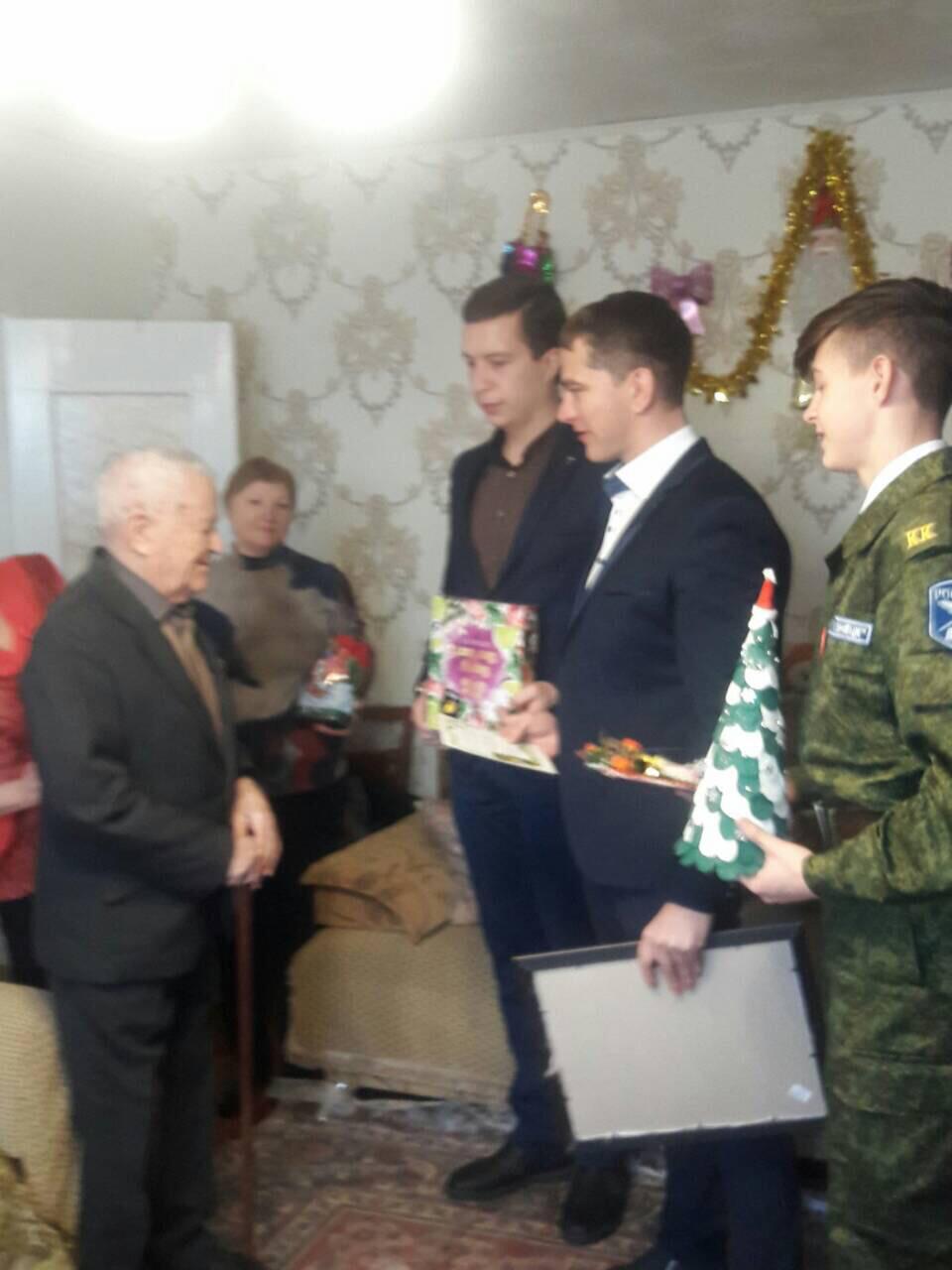 Кузнецкие школьники  поздравили ветеранов Великой Отечественной войны с Новым годом