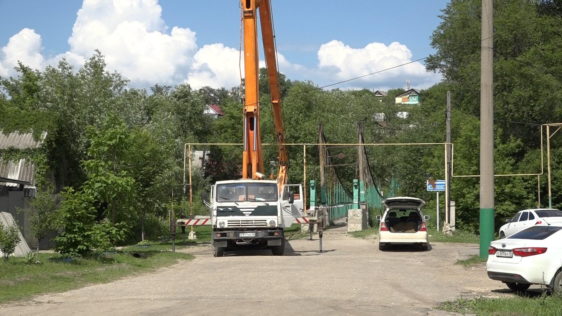 В Кузнецке ведется ремонт пешеходных мостов через реку Труев