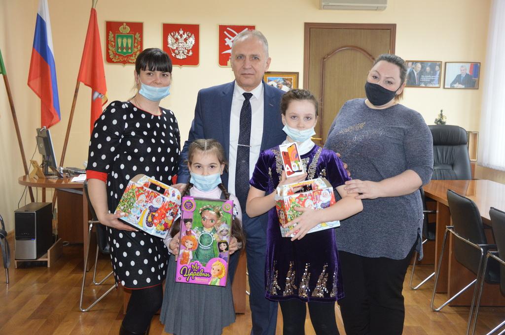 Сергей Златогорский принял участие в новогодней благотворительной акции «Ёлка желаний»
