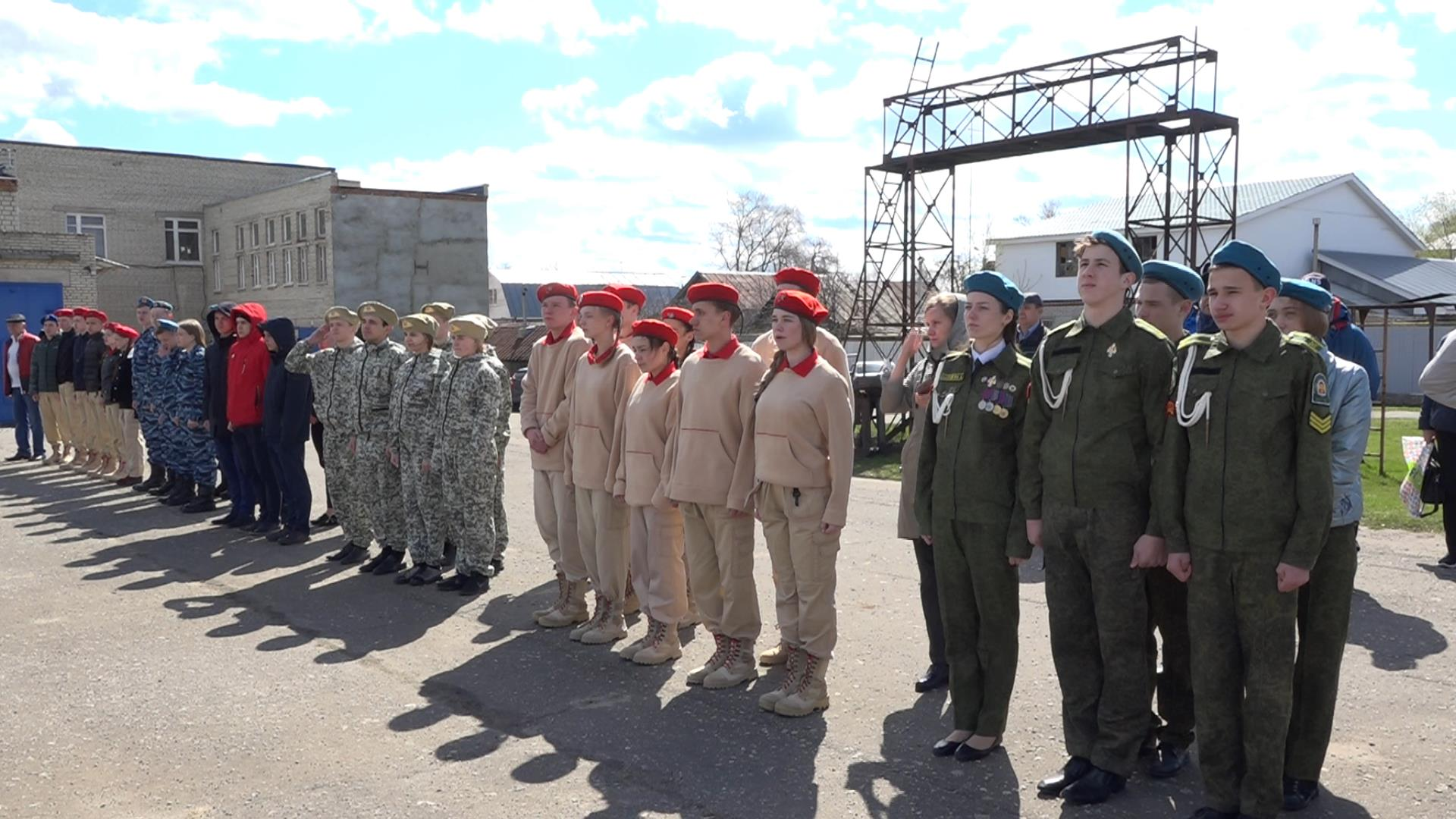 Кузнецкие старшеклассники принимают участие в военно-спортивной игре «Орленок»