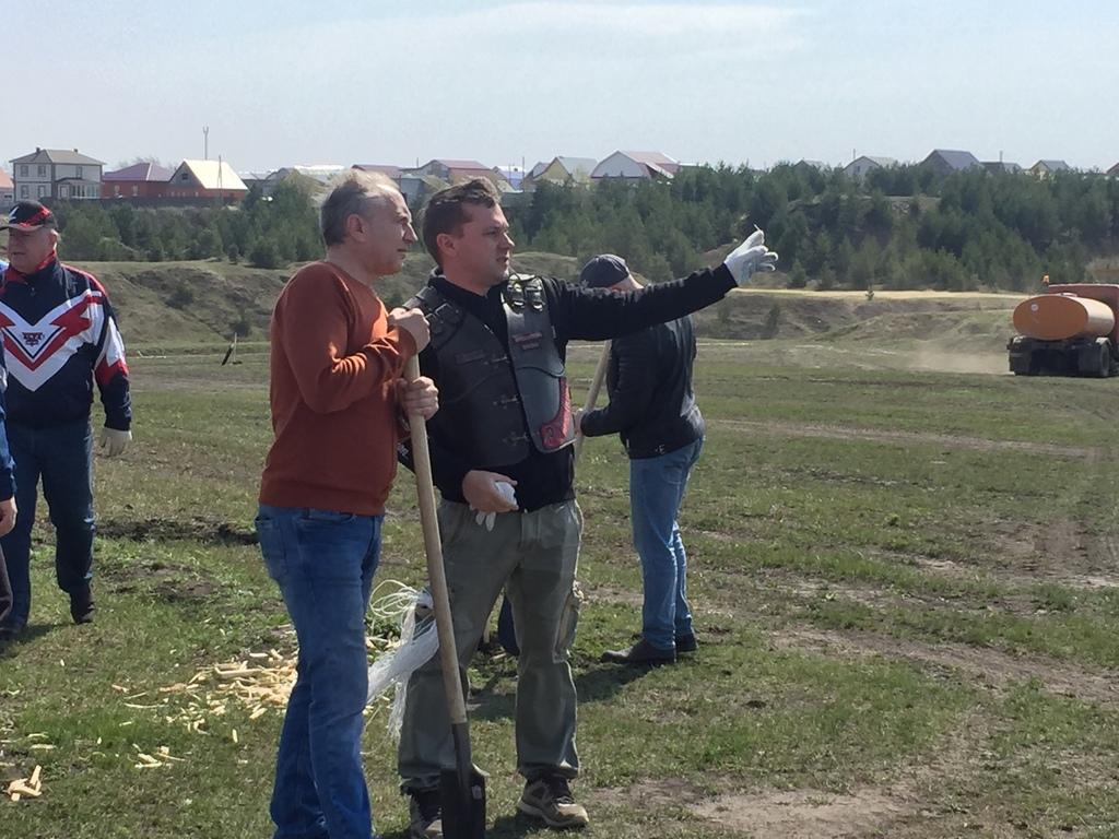 На мотодроме «Сухановский» высажено более двухсот саженцев деревьев