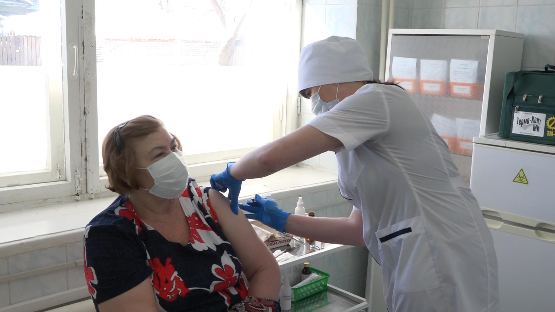 В Кузнецке продолжается массовая вакцинация от коронавируса