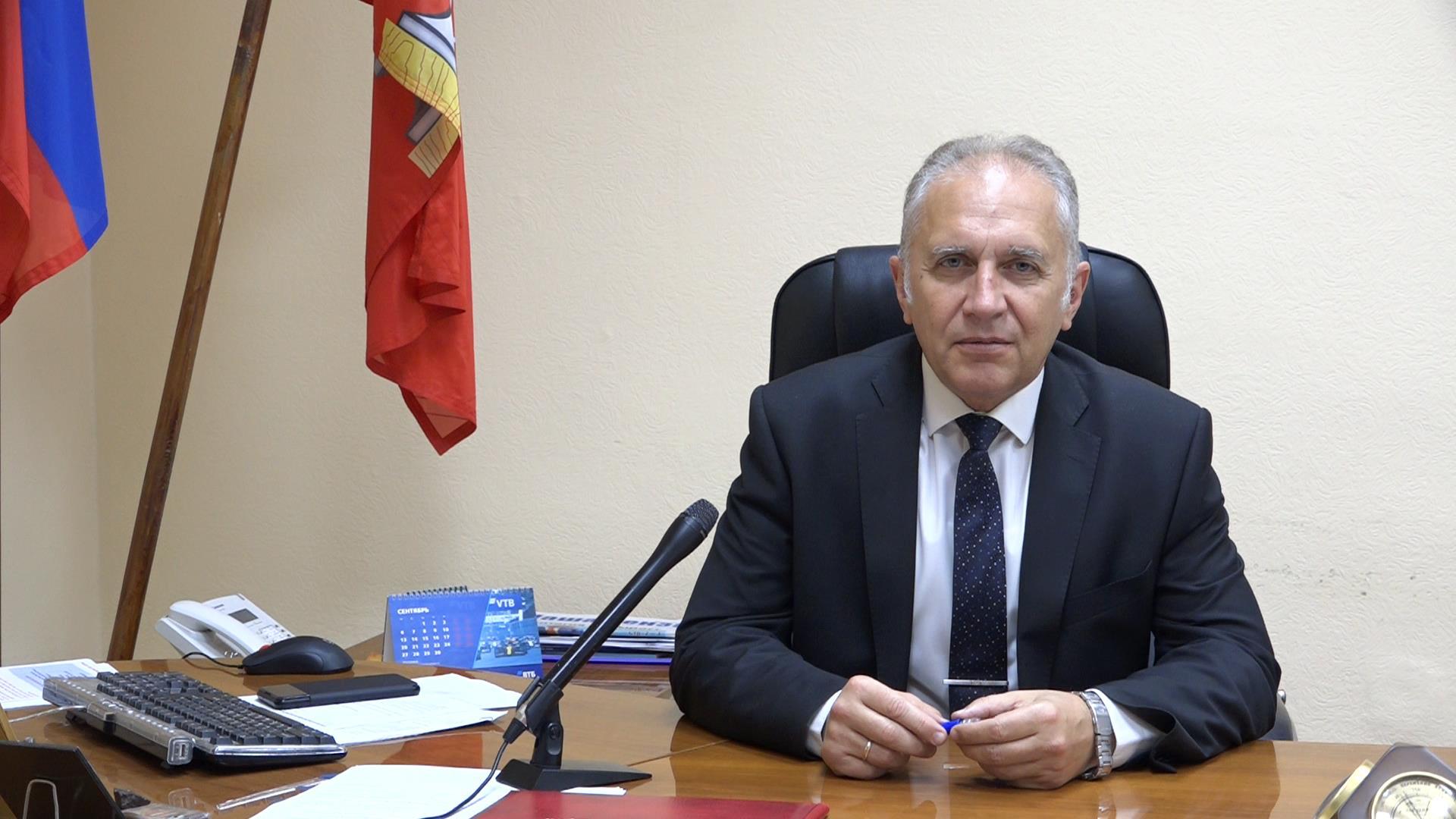 Поздравление главы администрации города Кузнецка Сергея Златогорского с Днем учителя