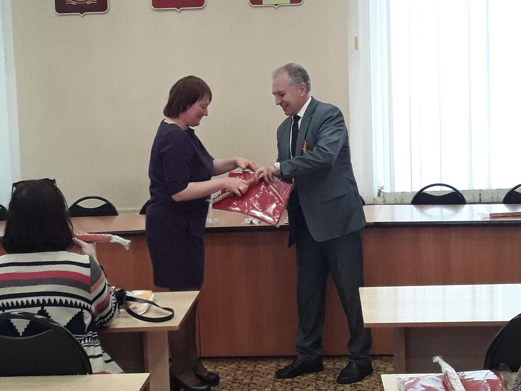 В школах Кузнецка установят копии Знамени Победы