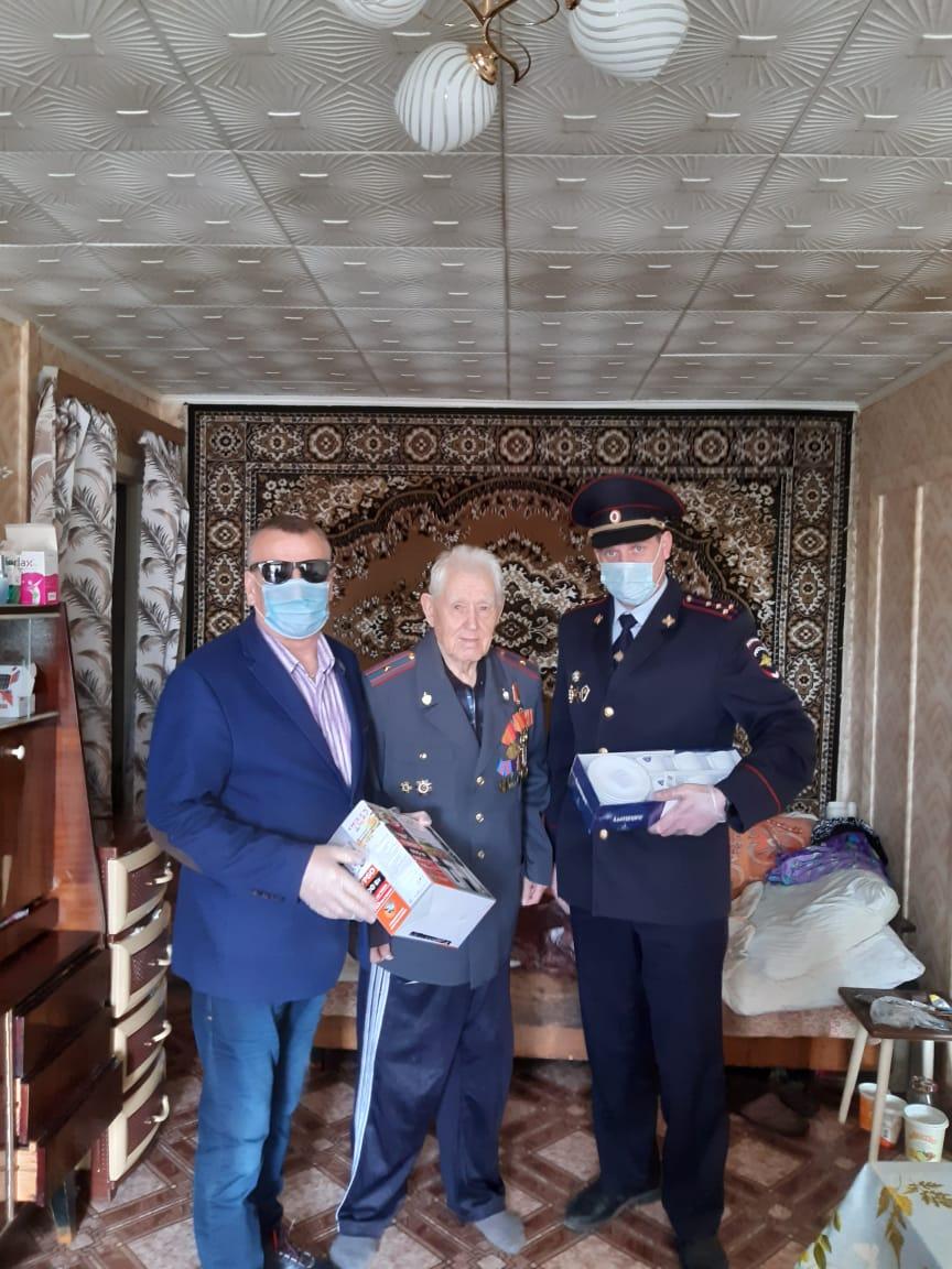 Ветерана МВД Василия Балакирева поздравили с  Днем Победы