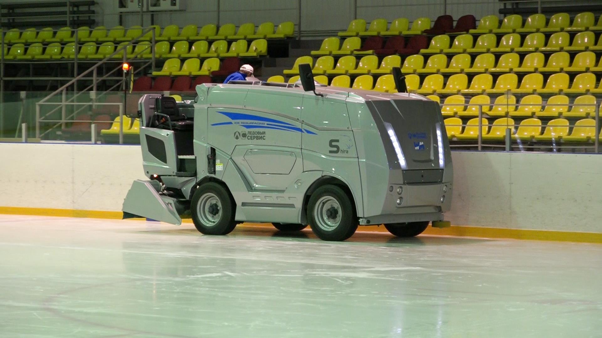 В ледовом дворце «Арена» появилась новая машина для заливки льда
