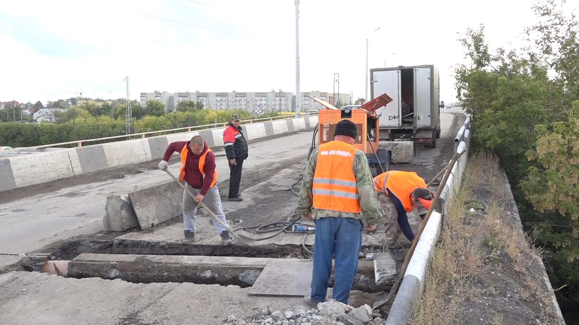 На путепроводе по улице Стекловская возобновлены ремонтные работы