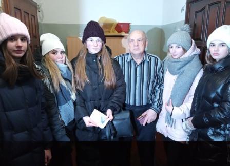 Волонтеры школы №14 им. 354 Стрелковой дивизии побывали в гостях у ветеранов-блокадников