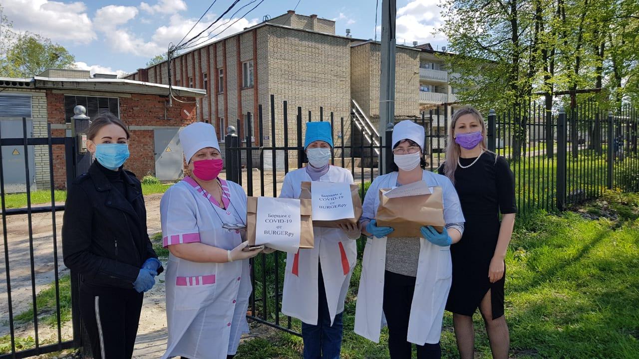 Предприниматели города вручили медицинским сестрам продуктовые наборы